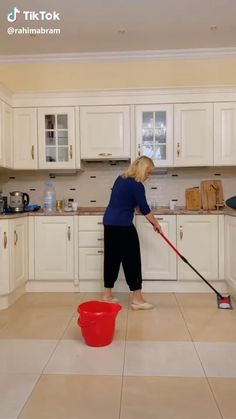 Her face 🤣 Her face 🤣,Lustig humor There are images of the best DIY designs in the world. Some images have no explanation. Super Funny Videos, Funny Short Videos, Funny Video Memes, Crazy Funny Memes, Really Funny Memes, Stupid Funny Memes, Funny Pranks, Funny Relatable Memes, Haha Funny