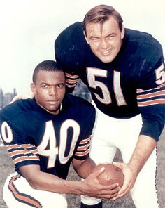 Gale Sayers Dick Butkus - the Chicago Bears middle linebacker Dick Butkus and running back Gayle Sayers with HOF 77 79 But Football, Nfl Football Players, Bears Football, Nfl Chicago Bears, Football Cards, Football Memorabilia, Baseball Cards, Gale Sayers, Middle Linebacker