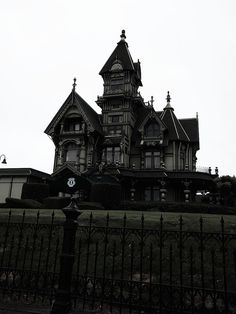 The Carson Mansion is regarded one of many best Victorian, if not the grandest . - Home Decorations Trend 2019 The Carson Mansion is regarded one of the finest Victorian, if not the grandest . Creepy Houses, Spooky House, Witch House, Haunted Houses, Gothic Mansion, Gothic House, Victorian House, Carson Mansion, Goth Home