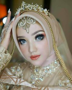 Inspired wedding by ❤❤ Kebaya Wedding, Muslimah Wedding Dress, Muslim Wedding Dresses, Indian Gowns Dresses, Muslim Brides, Pakistani Bridal Dresses, Bridal Hijab, Hijab Bride, Wedding Hijab Styles
