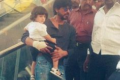 This photo of Shah Rukh Khan and AbRam is going around as their photo in Gujarat. Yes, they are in Gujarat at the moment but this photo is not from there. This one is from long ago when SRK had taken AbRam to the mall in Mumbai. Baby's Day Out, Days Out, Bollywood Updates, Bollywood News, Abram Khan, Photo Story, Shahrukh Khan, Film Industry, Bollywood Celebrities