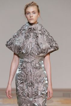fashiondailymag: I mean, the details. IRIS van HERPEN haute couture fall 2013. Her 5th time as invited member of the Chambre Syndicale de la Haute Couture.