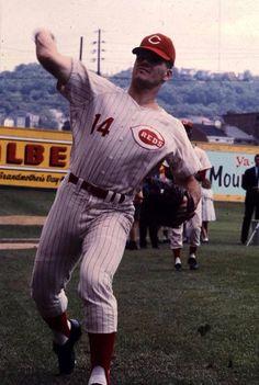 Pete Rose at Crosley Field Mlb Uniforms, Baseball Uniforms, Famous Baseball Players, Softball Players, Mlb Reds, Johnny Bench, Cincinnati Reds Baseball, Pete Rose, Boston Sports