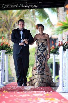 Fijian wedding dress I'd love to wear. Tongan Wedding, Samoan Wedding, Polynesian Wedding, Island Wedding Dresses, Island Weddings, Wedding Attire, Wedding Gowns, Polynesian Designs, Polynesian Tribal