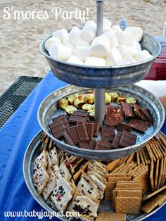 beach s'mores with marshmallows, chocolate, graham crackers and toppings