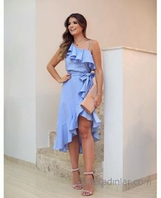 When temperatures start to rise, it's time to open the wardrobes and look for more lustrous pieces such as the summer dresses. The summer dresses are . Cute Dresses, Beautiful Dresses, Casual Dresses, Short Dresses, Casual Outfits, Prom Dresses, Summer Dresses, Kohls Dresses, Dress Skirt