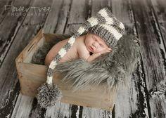 Quel un doux petit elfe chapeau pour votre nouveau bébé ! Votre bébé aura lair mignon dans ce chapeau de couleur crème et gris et il est parfait pour une séance photo nouveau-né !  Tous les articles sont fabriqués dans une maison sans fumée à la main.  Si vous êtes à la recherche dune autre couleur sil vous plaît menvoyer un message et je serai heureux de vous faire un chapeau de lutin personnalisé.  Je vous remercie beaucoup pour votre visite aire de jeux de Violet