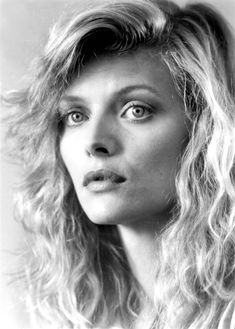 Portrait of Michelle Pfeiffer for The witches of Eastwick directed by George Miler, 1987
