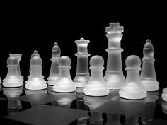 A los amantes de juegos de estrategia en general seguro que les ha gustado, al menos enalgúnmomento de su vida, jugar al famoso y antiguo juego del ajedrez, un juego de mesa presente hasta en los más antiguos imperios, que ha llegado a causar o parar guerras gracias a sus partidas, o que ha protagonizado …