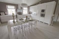 Coconut White: Valkoisia keittiökuvia