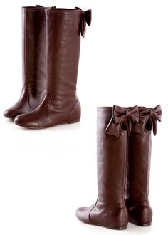Boots with bow