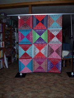 Bandanas--a refreshing idea for a bandana quilt. Bandana Quilt, Quilting Projects, Quilting Designs, Sewing Projects, Quilting Ideas, Sewing Crafts, Cheap Quilts, Easy Quilts, Bandana Crafts