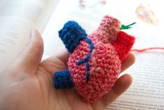 Less Than Three: Crochet Anatomical Heart (pattern with photos)