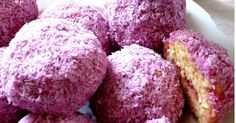 The South African Snowball is a cake like treat, coated in pink coconut. I am not sure of the origins of this pretty in pink treat. Much lik. Tart Recipes, Curry Recipes, Coconut Recipes, Oven Recipes, Salted Caramel Fudge, Salted Caramels, South African Recipes, Africa Recipes