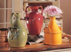 How cute are these Tuscan ceramic vases?