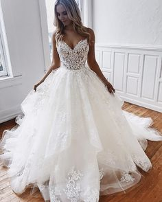 Wedding Dresses Simple, Romantic Tulle Spaghetti Straps Neckline Ball Gown Wedding Dresses With Lace Appliques & Beadings Midi Bridal Uk - Hochzeitskleid Modern Tulle Wedding Gown, Lace Beach Wedding Dress, Wedding Dresses With Straps, Wedding Dress Train, Backless Wedding, Wedding Dress Trends, Modest Wedding Dresses, Bridal Dresses, Elegant Dresses