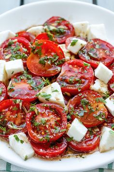 Marinated Tomatoes with Mozzarella Marinated Tomatoes recipe – A perfect hors d'oeuvre full of fresh summer flavors! - byMarinated Tomatoes recipe – A perfect hors d'oeuvre full of fresh summer flavors! Tomato Salad Recipes, Veggie Recipes, Dinner Recipes, Cooking Recipes, Fresh Tomato Recipes, Recipes For Tomatoes, Summer Vegetable Recipes, Summer Appetizer Recipes, Tomato Appetizers