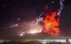 OVNI / UFO é filmado durante erupção do vulcão Calbuco, no Chile   Extraterrestres