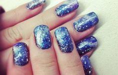 Diseños de uñas para invierno, diseño de uñas invierno azul.   #uñasdemoda #nailsdesign #uñasfinas