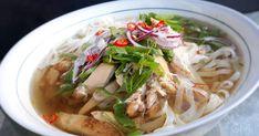 Vietnamská kuřecí polévka Pho' ga Ramen, Food And Drink, Soup, Hana, Pho, Chicken, Ethnic Recipes, Diet, Asia