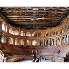 O Teatro Farnese foi uma das nossas descobertas em #Parma, na #Italia! - Instagram by vontadedeviajar