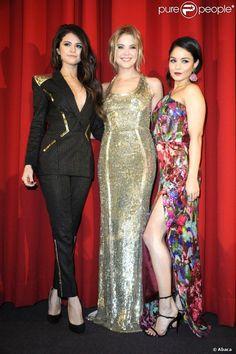 selena gomez and ashley benson photos | Selena Gomez, Ashley Benson e Vanessa Hudgens aparecem em cenas de ...