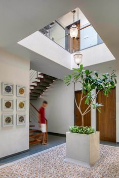 Brick Screen House: An Abode Of Subtle Indian And Earthy Aesthetics | MS DESIGN STUDIO - The Architects Diary Minimalist House Design, Minimalist Home, Home Interior Design, Interior Decorating, Sliding Screen Doors, Screen House, Traditional Style Homes, Long Walls, Kerala Houses