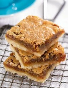 Tart Squares What's more Canadian than butter tarts? This square version makes serving a slice.What's more Canadian than butter tarts? This square version makes serving a slice. Köstliche Desserts, Delicious Desserts, Dessert Recipes, Yummy Food, Camping Desserts, Italian Desserts, Fun Food, Holiday Baking, Christmas Baking