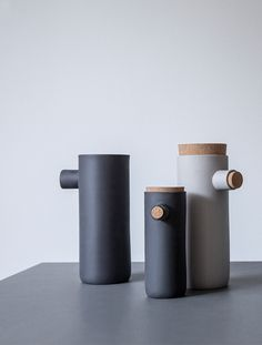Spoonless is a small series of smart containers that create a warm atmosphere in your kitchen. Simply remove the cork lid from the small spout and pour without using a spoon. The idea came in the kitc