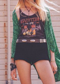 Boho / grunge / rock reference with Led Zeppelin vest and green kimono Hippie Chic, Hippie Style, Bohemian Style, Modern Hippie, Bohemian Gypsy, Hippie Masa, Gypsy Chic, Gypsy Style, Looks Street Style