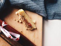 bezglutenowe ciasto z rabarbarem i kruszonką.
