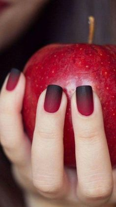 Apart from all the season-perfect attires, decors and food, getting ready for fall also calls for incorporating a touch of autumn into your look, including those fingertips. Trending Nail Polish Colors, Fall Nail Colors, Perfect Nails, Gorgeous Nails, So Girly Blog, Black Nails, Nail Arts, Trendy Nails, Halloween Nails