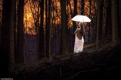 """Lichtbildidealisten. posted a photo:  Frei nach dem Motto """" was kümmert mich mein Geschwätz von gestern"""" kann mann man natürlich mit der Schirmidee auch immer wieder in den Wald zurückkehren. Ich bin mir selber final nicht sicher, ob mir die """"Ruinenumgebung"""" oder die """"Waldumgebung"""" besser gefällt. Hier gibt es ein kurzes Making of Video: youtu.be/AlbI_xOvfoA  Free according to the motto """"what care me my chatter from yesterday"""" I return with the umbrella idea to the forest. Im by myself not…"""