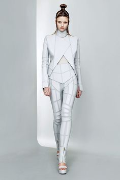 Gareth Pugh Spring 2011 Ready-to-Wear - Collection - Gallery - Style.com