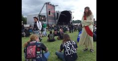 """CRADLE OF FILTH Frontman Says Wearing """"Jesus Is A C*nt"""" T-Shirt In ..."""