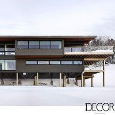 No Canadá, a residência Laurentian Ski Chalet está construída sobre pilares em madeira, que permitem a conservação da arquitetura nas épocas de degelo.