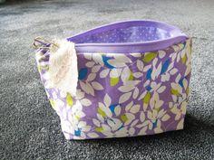 Trousse coton liberty, intérieur pois violet : Trousses par beauty-box-troc
