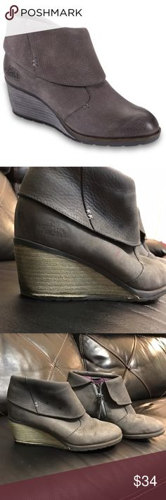 The North Face Bridgeton Wedge Boots Sz 7.5 Women's Bridgeton Wedge leather ankle boots w/ a 2 in. wedge heel & a stylish cuff in a US size 7.5 As you can see the condition is pretty worn but it could be cleaned up! If you need more info please comment! Full-grain leather,  Water-resistant medial zipper, Seam-sealed, quilted Dri-Lex® lining OrthoLite® ReBound footbed provides ultimate comfort 2-in., stacked, leather-wrapped wedge Durable TNF Winter Grip® rubber outsole with IcePick®…