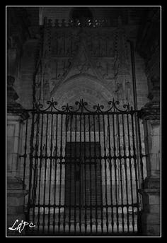 Puerta de la Campanilla..