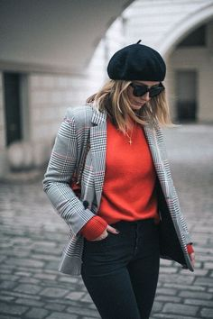If you're ever in doubt of how to wear a checked blazer, then I'm your girl. I'm back in my favourite checked blazer today because the good news is. Look Fashion, Autumn Fashion, Fashion 2018, Fashion Dresses, Womens Fashion, Beret Outfit, Trendy Outfits, Cool Outfits, Mode Cool