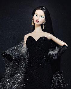 Fashion Royalty Dolls, Fashion Dolls, Love Fashion, Fashion Beauty, Womens Fashion, Barbie Miniatures, Barbie Dolls, Girl Barbie, Strapless Dress Formal