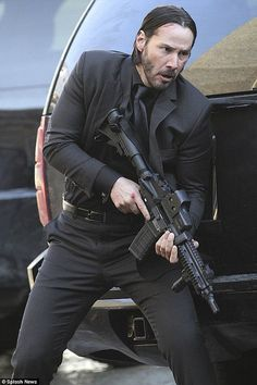 Look at the trigger discipline in this shot--nice!   (chicfoo) keanu