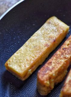 Italian Chickpea Fries (or sticks) are a healthy variation of panelle, the Sicilian street food. Perfectly crispy on the outside and soft in the middle. Chickpea Flour Bread, Chickpea Fries, Chickpea Flour Recipes, Veggie Recipes, Gourmet Recipes, Cooking Recipes, Vegan Foods, Vegan Snacks, Vegan Dishes