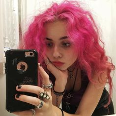 currently my heart is overflowing with love for everyone and everything :} here is a dramatic series of photos of me showing a wide range… Dye My Hair, New Hair, Your Hair, Hair Dye Colors, Hair Color, Hair Inspo, Hair Inspiration, Model Tips, Aesthetic Hair
