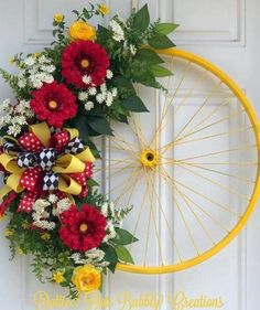 33 Spring wreaths for front door DIY ideas to celebrate the Change! - Hike n Dip <br> Spring wreath for door decoration is a wonderful idea. Get the best DIY Spring Wreath ideas here for front door decoration for the Spring and Easter season. Spring Wreaths For Front Door Diy, Diy Spring Wreath, Spring Crafts, Winter Wreaths, Holiday Wreaths, Spring Projects, Wreath Crafts, Diy Wreath, Diy Crafts