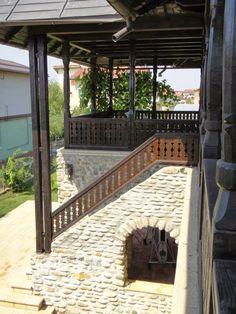 CASE ROMÂNEȘTI la comandă - arh. Liliana Chiaburu Traditional House, Garden Bridge, Pergola, Outdoor Structures, Patio, Outdoor Decor, Houses, Home Decor, Google Search