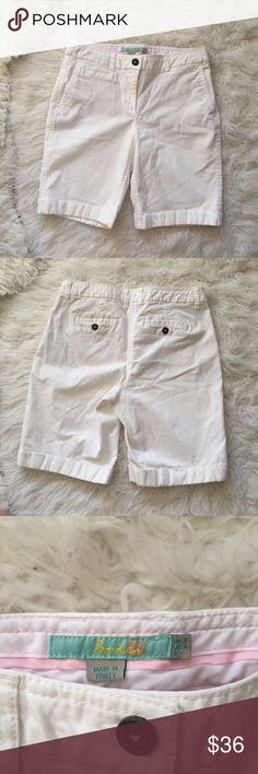 """Boden White Khaki Chino Shorts White Boden shorts. Measurements (flat): waist - 29"""", hip - 34"""", length - 17"""". (Stock photo similar style).💫 Smoke free home. Offers are welcome! No trades, please. Bundle multiple items for a discount and only pay for shipping once! Boden Shorts"""