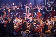 /// Imágenes del Concierto Federal en el Hipódromo de Tucuman en el cierre del Septiembre Musical Tucumano, con una orquesta integrada por más de 700 músicos bajo la dirección general del Maestro Luis Gorelik. La conducción del evento estuvo a cargo del Tucu López y Gladys Pierpauli / #Bicentenario #SoloPasaenTucuman