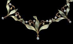 Delicate Mistletoe Necklace - Tadema Gallery Art Nouveau Jewelry, Jewelry Art, Antique Jewelry, Jewellery, Gold Pearl, Mistletoe, Belle Epoque, Vintage Christmas, Delicate