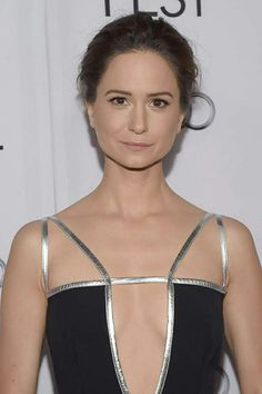"""Katherine Waterston (Westminster, London, England ) Height: 5' 11½"""" (1.82 m)"""